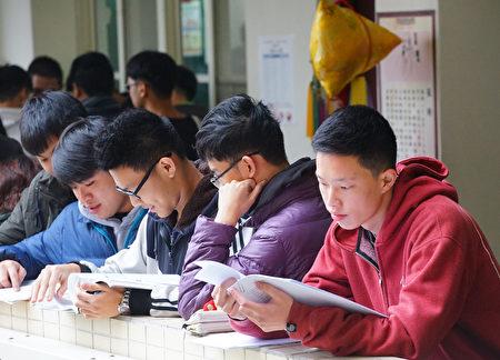 中共每年透過「校園交流」、「訪問學者」、「交換學生」、「遊學」等方式,邀請台灣學者、各級學校主管、學生前往中國大陸免費參訪、旅遊。(中央社)