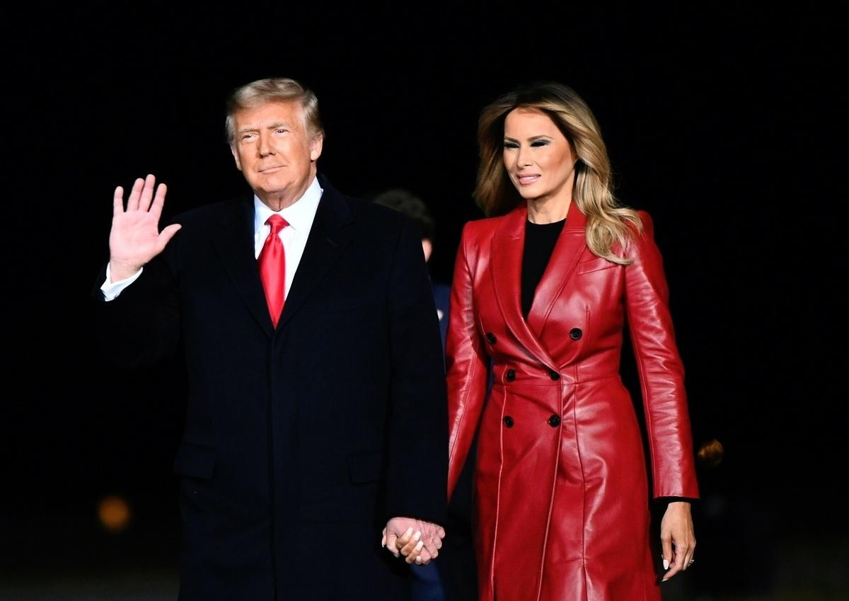 美國總統特朗普於2020年12月5日攜第一夫人梅拉尼婭赴佐治亞州演講,為兩位共和黨參議員連任拉票。(ANDREW CABALLERO-REYNOLDS/AFP via Getty Images)