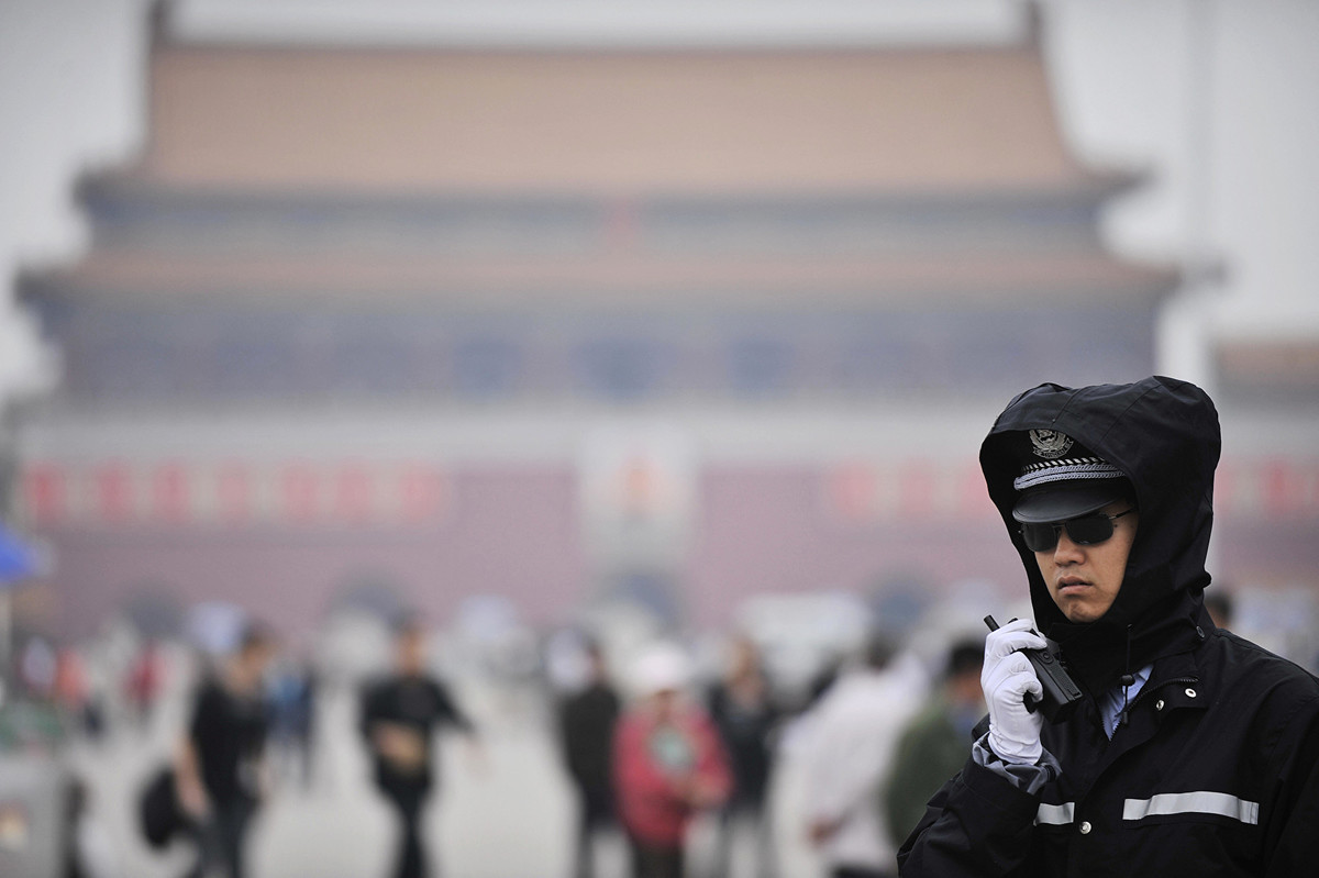 擁有200億美元資產管理規模的丹麥養老金基金AkademikerPension基於中共長期侵犯人權的行為,將出售全部中國股票和中共政府債券。圖為中共警察。(PETER PARKS/AFP/Getty Images)