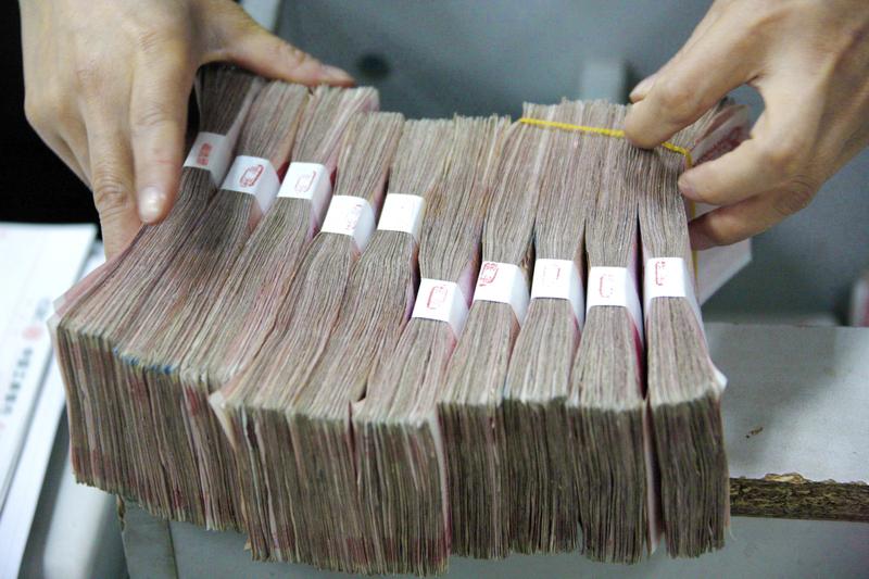 就在美國宣佈加徵中國商品關稅數日後,人民幣匯率跌破7美元。分析認為,中共做法或加速本土性金融風暴。(ChinaFotoPress/Getty Images)