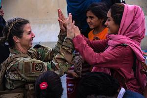 美法軍隊護送下 歐盟260人進入喀布爾機場