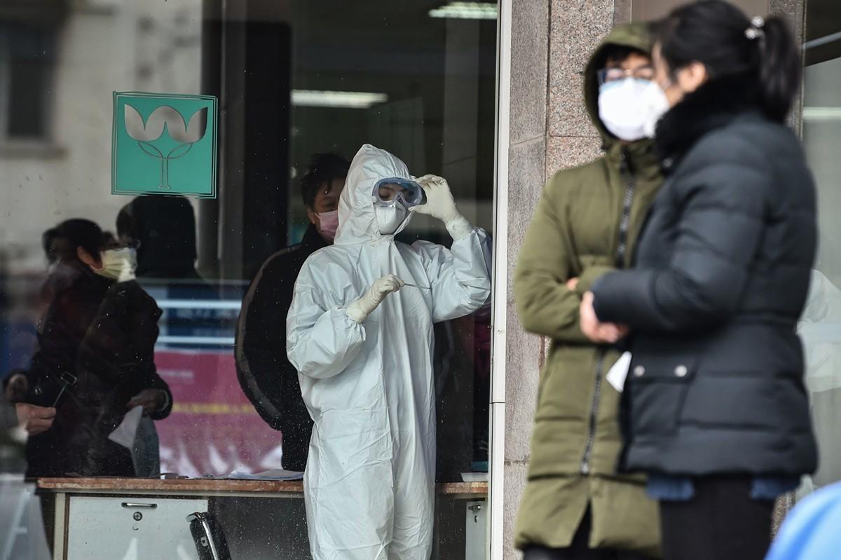 中共肺炎病毒檢測能力和核酸檢測的準確率一直廣受外界詬病。而在中國很多縣城,根本不具備做核酸檢測的能力。(HECTOR RETAMAL/AFP via Getty Images)