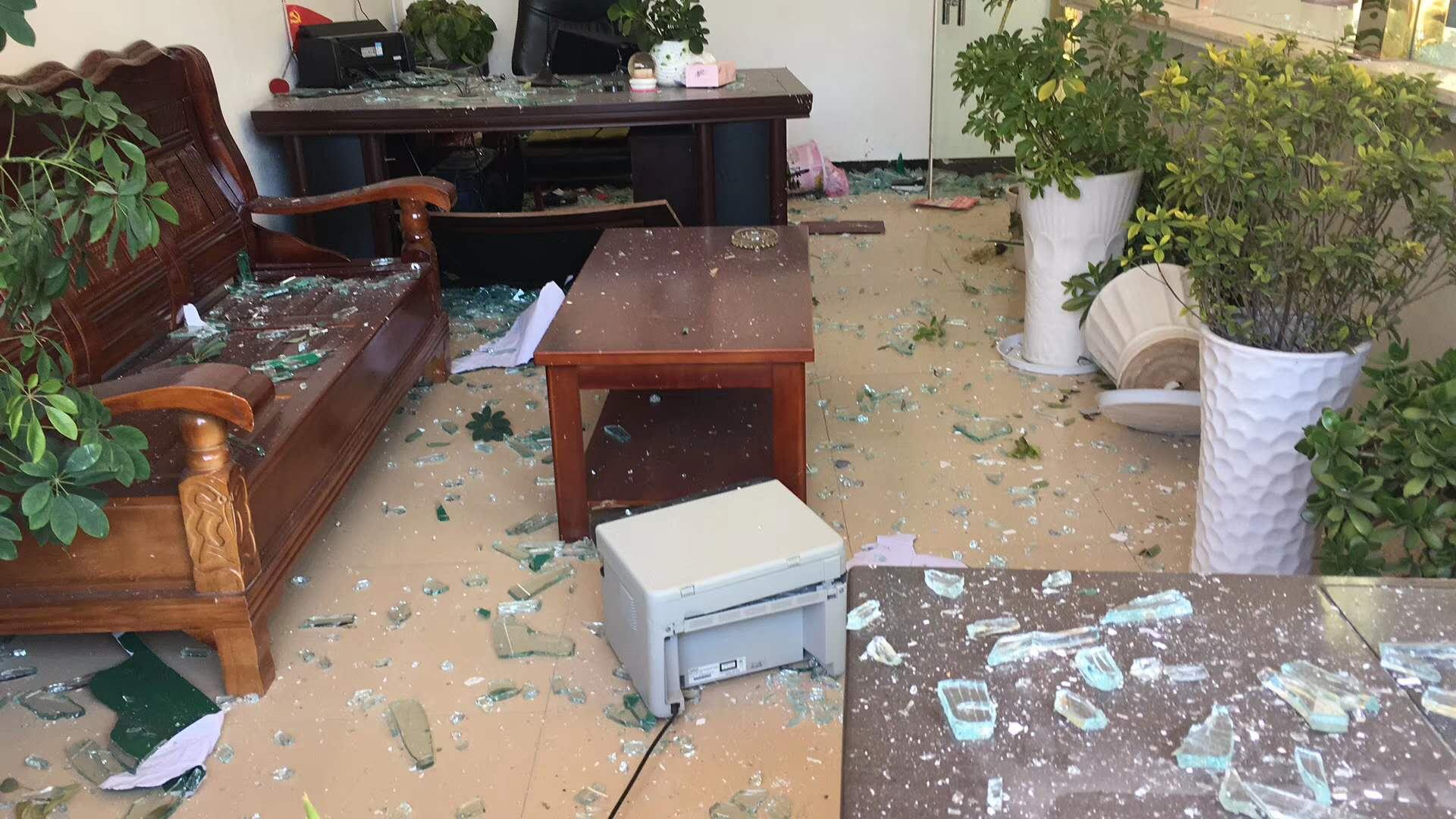 江蘇響水縣化工廠爆炸,村民家中被炸得一片狼藉。(受訪者提供)