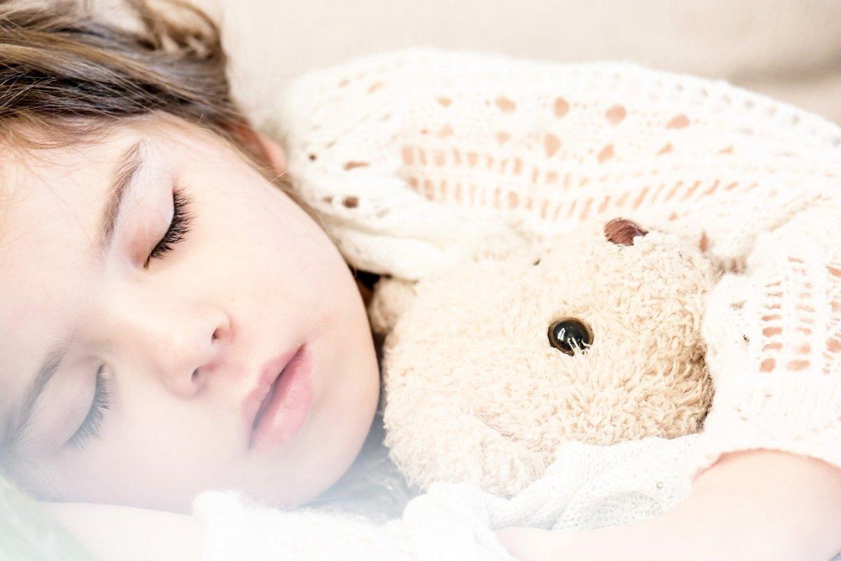 中醫認為,適當睡眠能幫助養生。若能在夏天中午小睡片刻,則有助於養心。(Pixabay)
