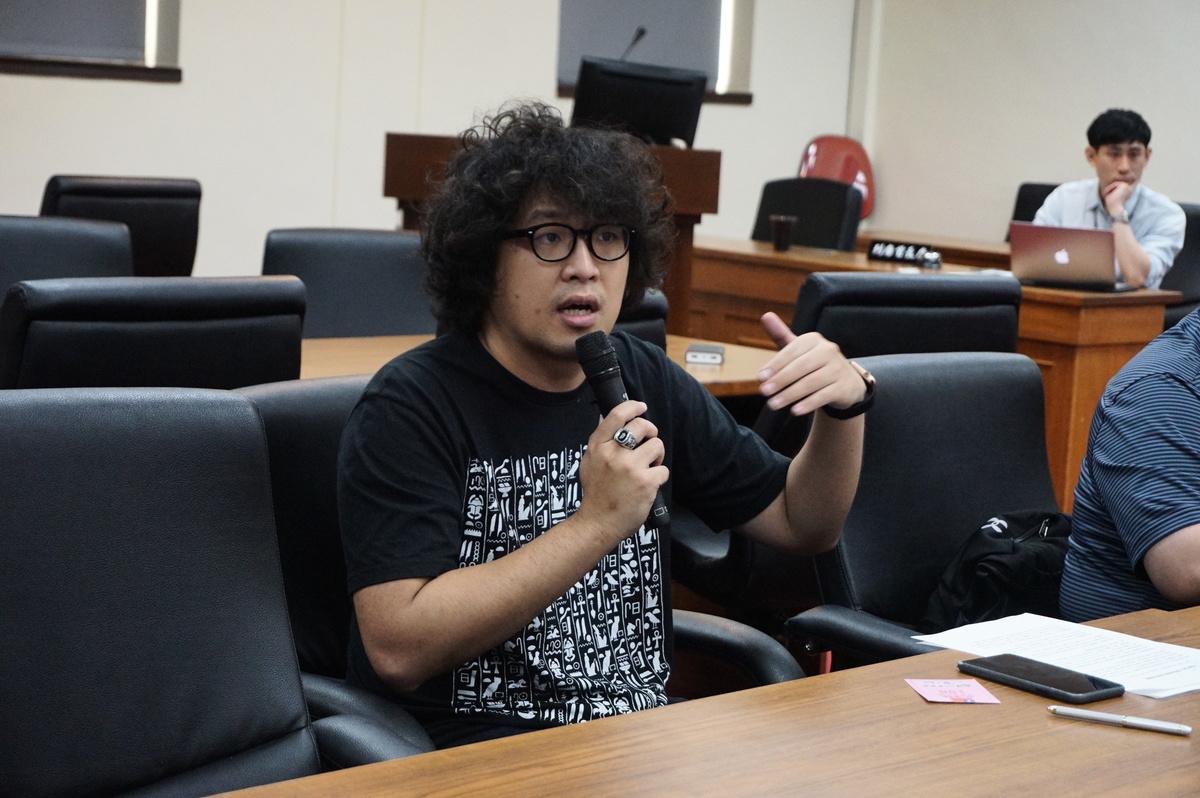 台北大學犯罪學研究所助理教授沈伯洋表示,台灣推動「外國代理人登記法」,規範收受境外資金或擔任中共代言人者必須公開。(李怡欣/大紀元)