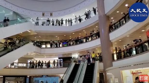 香港再現反送中場面 警抓人 疑發胡椒球彈
