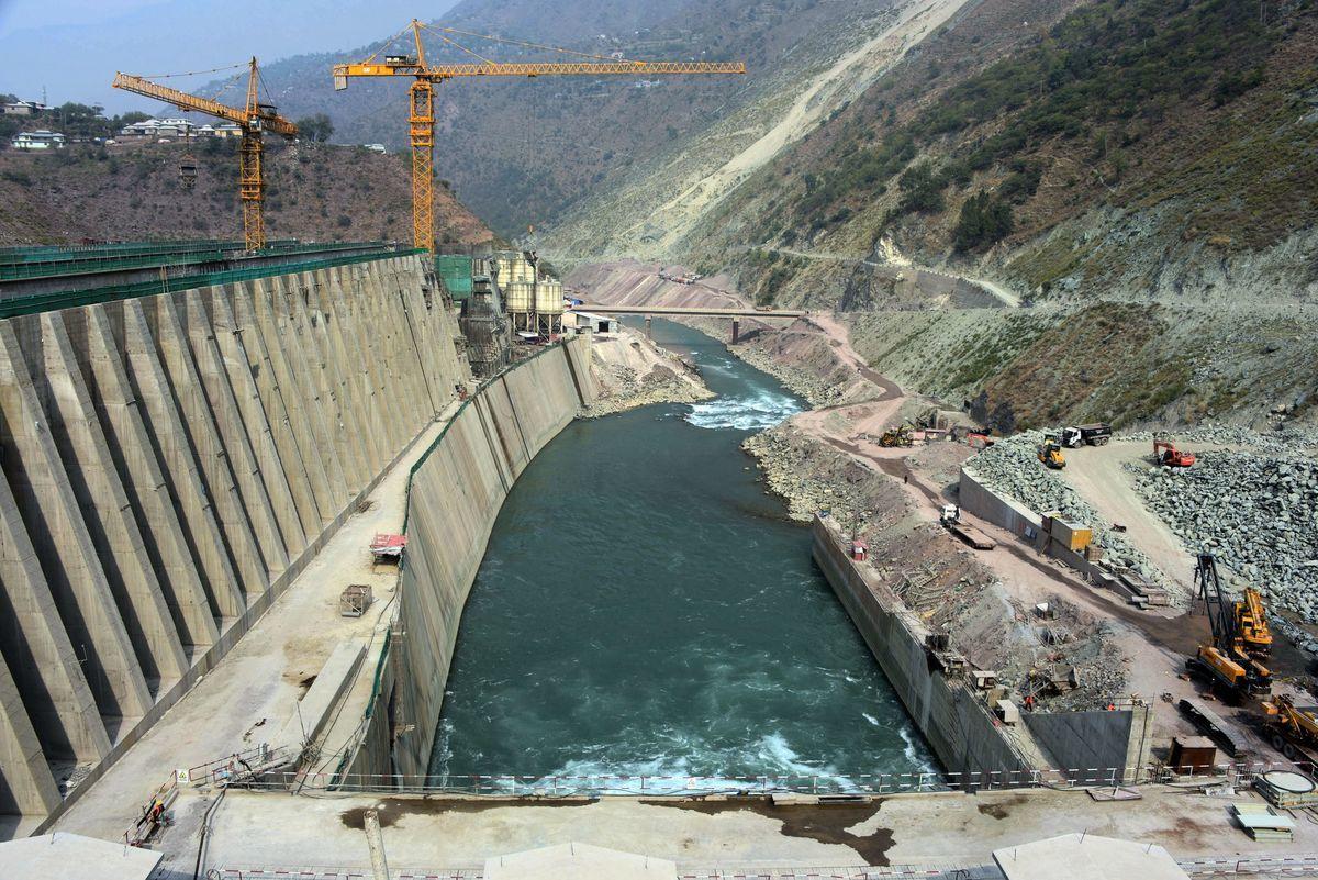 這張於2017年10月31日拍攝的照片顯示了位於巴基斯坦克什米爾的內蘭-耶魯姆(Neelum-Jhelum)水電項目全景圖。(SAJJAD QAYYUM/AFP via Getty Images)