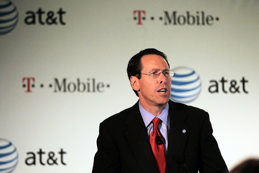 AT&T首席執行官卸任 特朗普發推