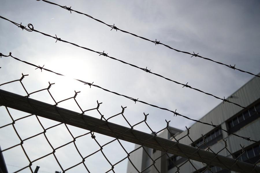 遭關押10個月 吉林農安縣孝女被非法庭審