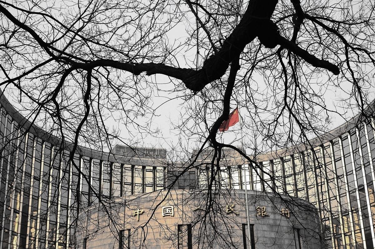 中美貿易戰正處於風頭浪尖,中共央行和財政部突然公開互相指責,讓專家看到中共當局內部的慌亂。(China Photos/Getty Images)