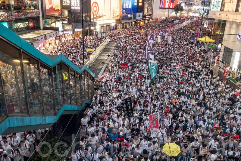 周日(6月9日)103萬香港市民上街遊行,抗議香港政府修訂《逃犯條例》,並要求林鄭月娥下台。(余鋼/大紀元)
