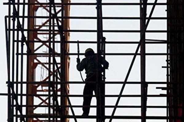 10月31日中共政治局會議釋放「維穩」信號。不過全面下跌的市場信號卻預示中共形勢難穩。(Getty Images)