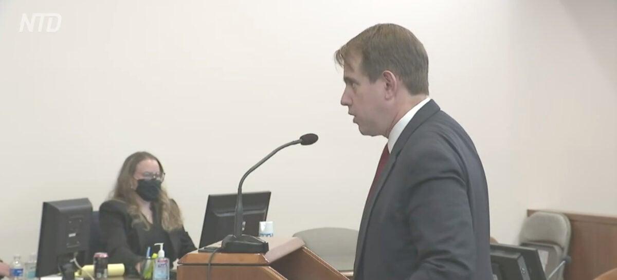 2020年12月3日,在內華達州卡森市,特朗普競選律師賓諾爾(Jesse Binnall)在證據聽證會上提出論據。(新唐人電視台直播截圖)