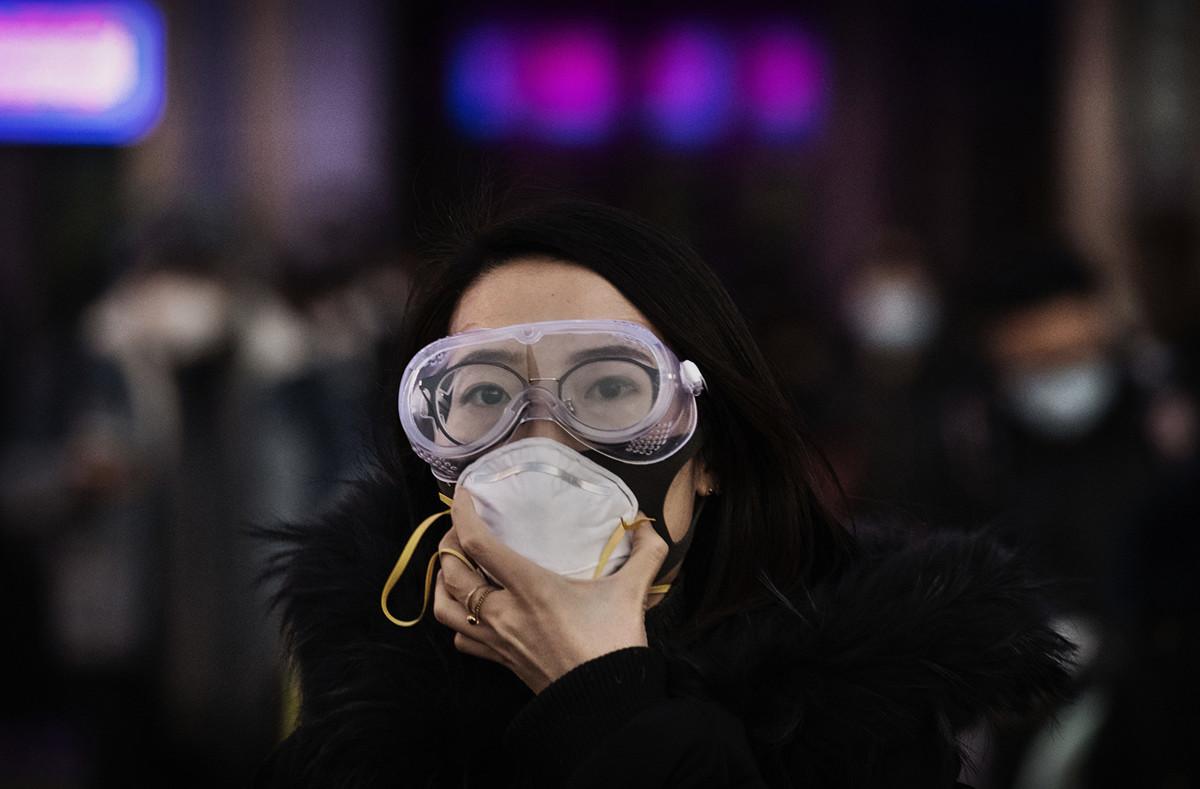 施女士特地從英國回武漢,本想陪伴罹癌母親過年,沒想到竟罹患中共肺炎(俗稱武漢肺炎、新冠肺炎)。示意圖。(Kevin Frayer/Getty Images)