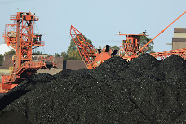 雖然大陸市場急需煤炭,許多中國進口商已經為滯留在中國港口的澳洲煤炭結清款項,但中共不許澳洲煤炭卸貨,意味著這些中國進口商只能忍痛放棄國內市場。(Corey Davis/Getty Images)