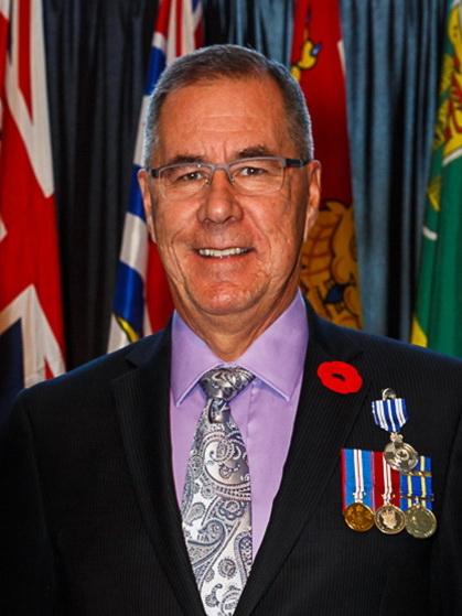 沙斯卡寸旺省省省督羅素·莫瑞斯蒂(Russell Mirasty)代表加拿大女王——伊利沙伯二世,為法輪功學員送上祝福。