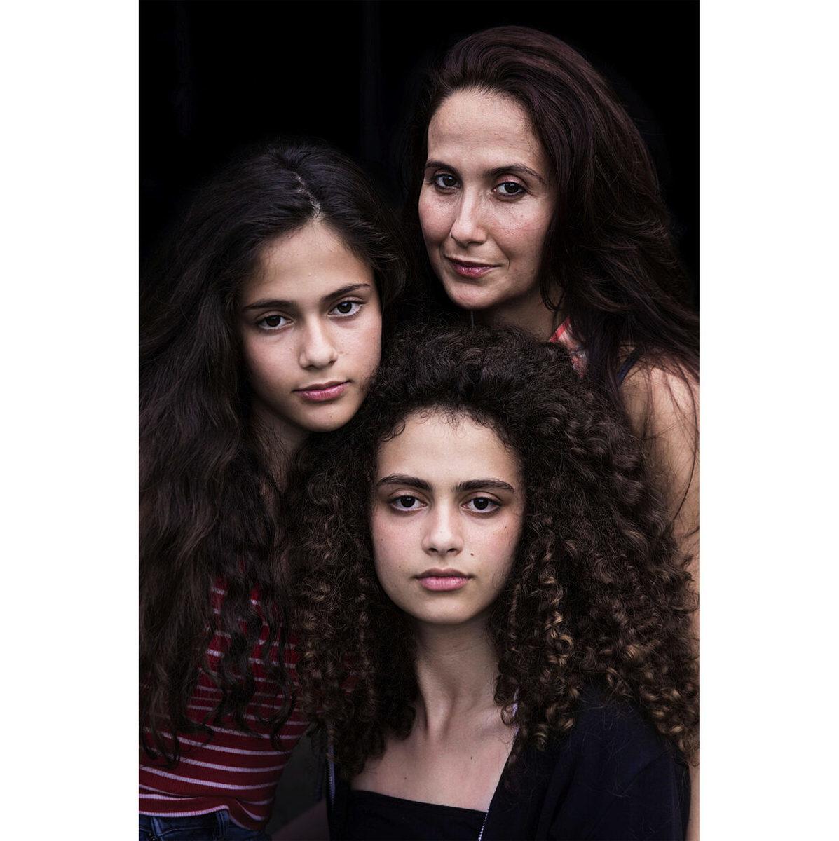 羅馬尼亞布加勒斯特的母女三人。(米哈艾拉提供)