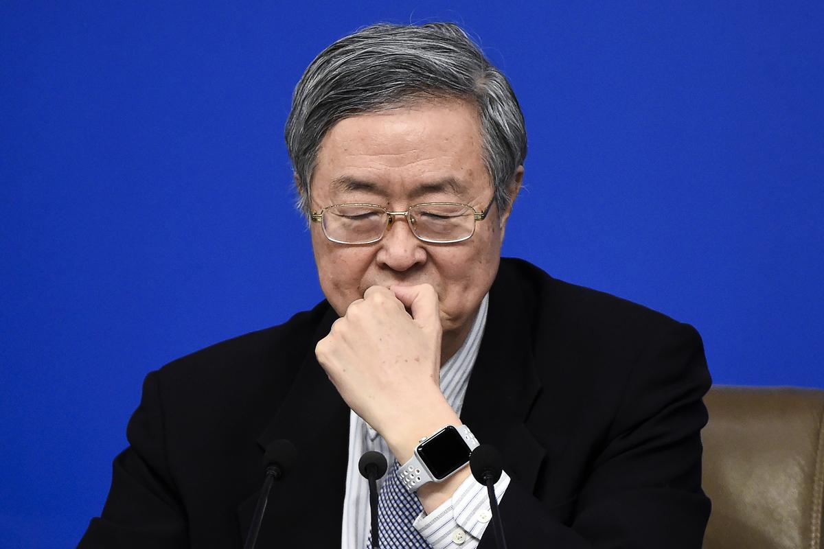 中國人民銀行前行長周小川日前暗示貿易戰升級,人民幣大貶的信號。圖為周小川資料照。(AFP)