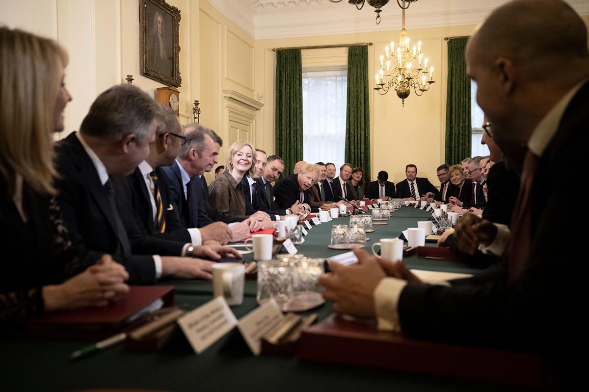 2019年12月17日,英國首相約翰遜(Boris Johnson)首次在唐寧街10號召開新內閣會議。(Matt Dunham / POOL / AFP)