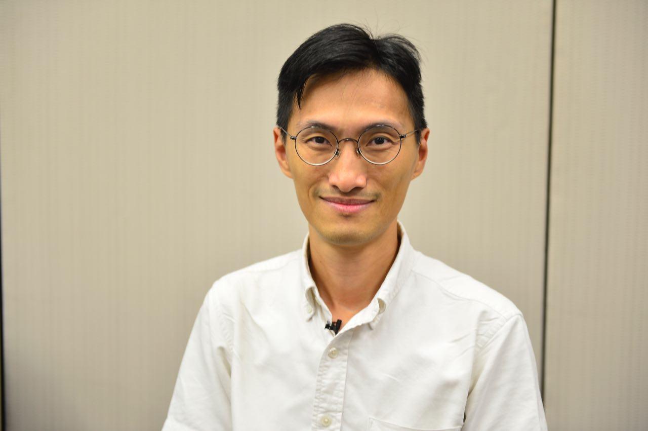 香港立法會議員朱凱迪26日接受《大紀元》專訪時表示,港民經過22年的忍氣吞聲後發現,對中共軟弱是沒用的。(余天祐/大紀元)