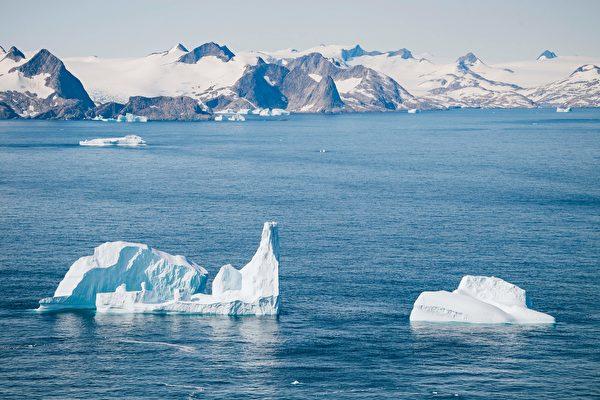 大約8,000年前,格陵蘭島在不到20年的時間內降溫約3攝氏度(即5華氏度),隨後又出現了持續約70年的升溫。圖為2019年8月15日拍攝的格陵蘭島一隅。 (JONATHAN NACKSTRAND/AFP via Getty Images)