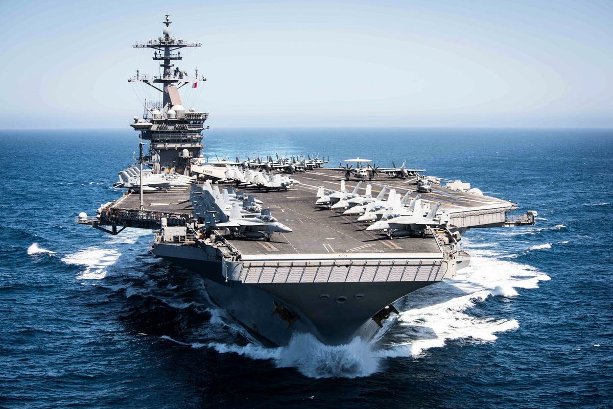 美國軍方1月29日回應說,中共軍事化飛行不會對美國航母戰鬥群構成威脅,但此舉符合北京破壞穩定和侵略行為的模式。圖為西奧多‧羅斯福航母。(MCS 2ndC Paul L. ARCHER / US NAVY / AFP)