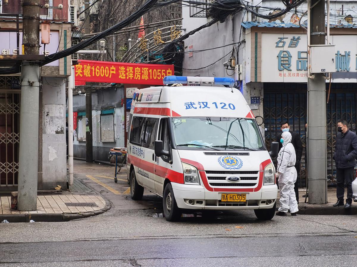 多個消息指,武漢市醫院仍然人滿為患,容易形成交叉感染。 (Photo by Getty Images)