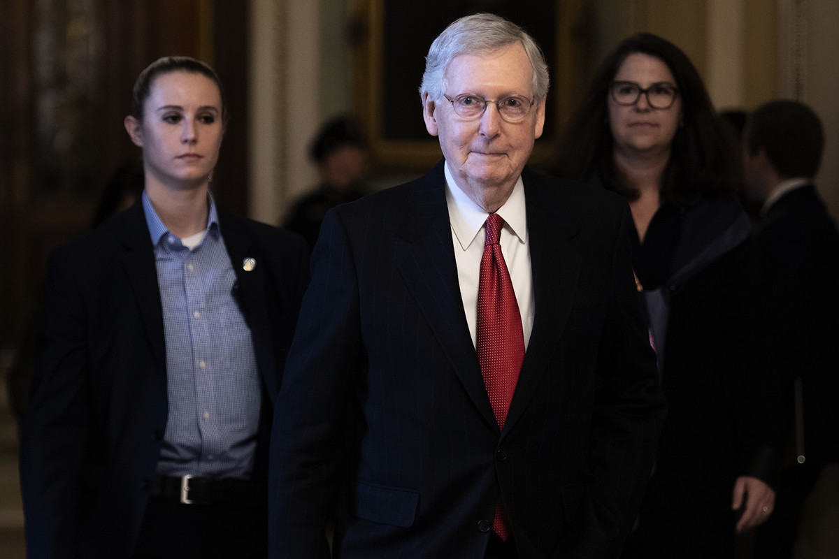 美國參議院多數黨領袖米奇‧麥康奈爾(Mitch McConnell)(中)。(Jim WATSON/AFP)