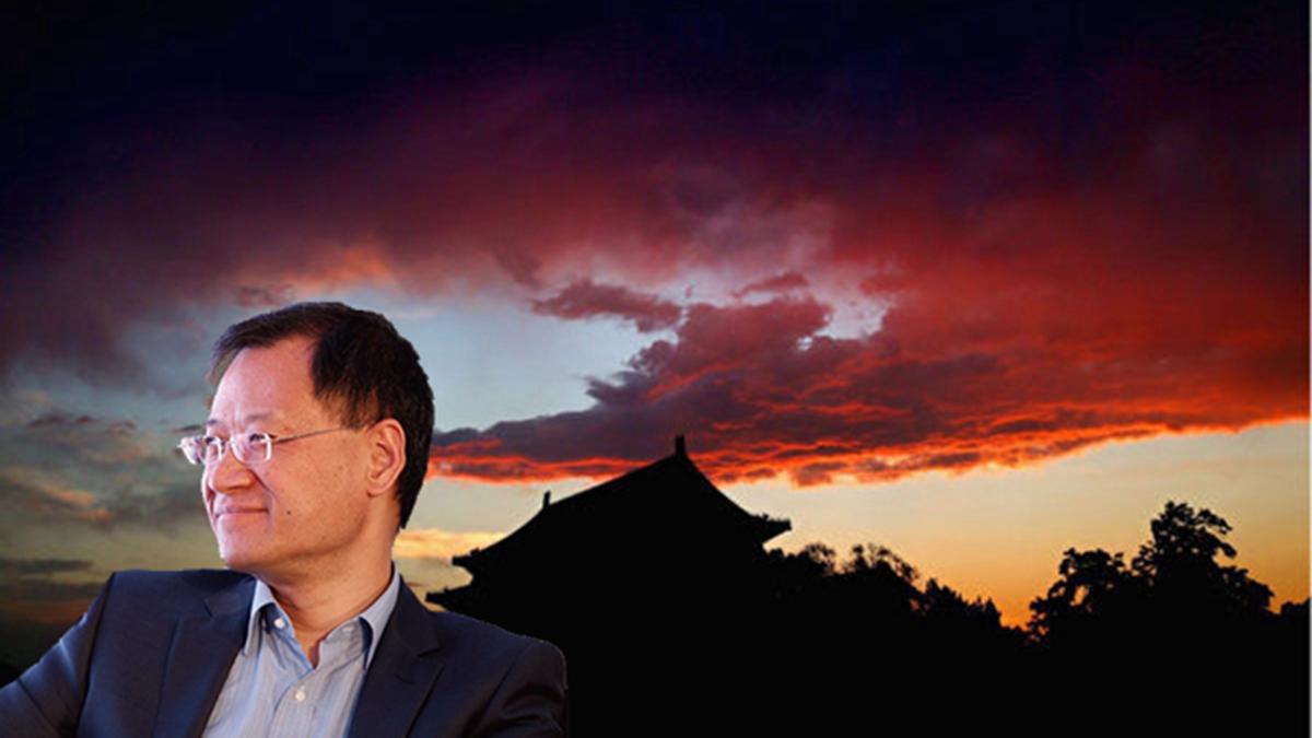 清華大學法律系教授許章潤被停課調查事件持續發酵,北京大學、上海復旦及北京清大等各大院校700多名校友、職工紛紛聯署聲援許章潤。圖中為許章潤教授。(新唐人電視台合成圖)