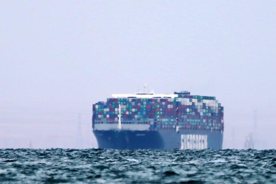 長賜輪令蘇伊士運河塞船 全部受困船已通航