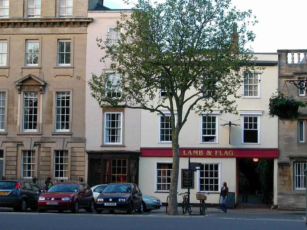 這家酒館名為「羊羔和旗」(The Lamb and Flag)。(oxfordmaps//wikimedia)
