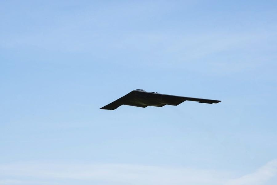 美軍B-2轟炸機降落印度洋小島 畫面曝光
