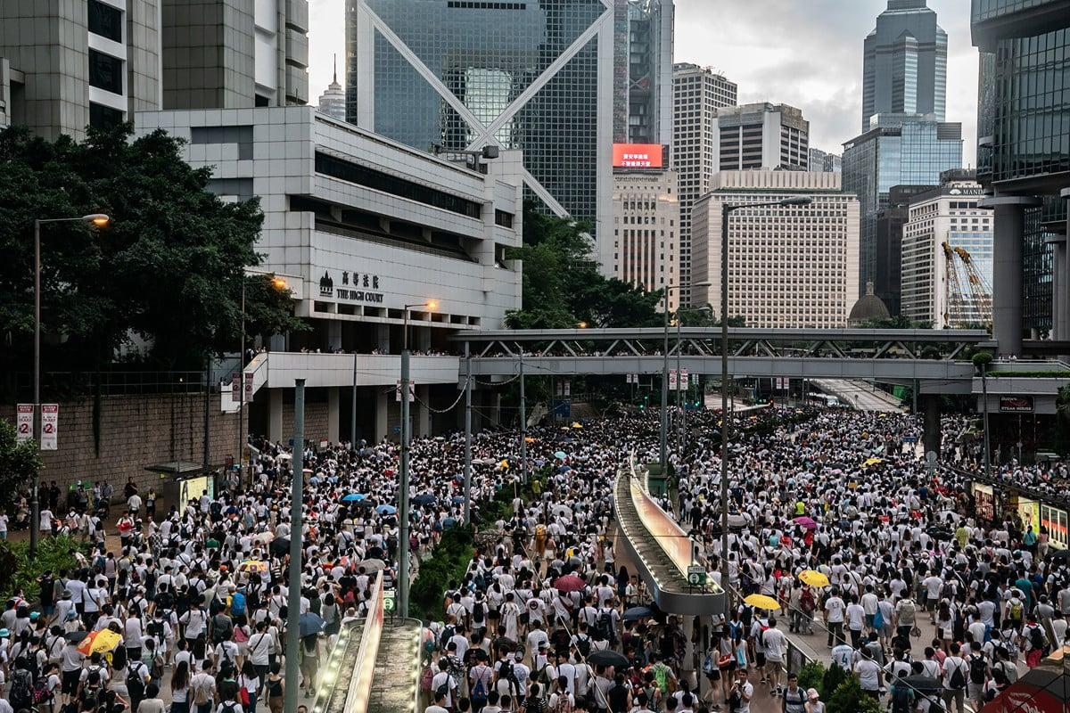 美國智囊專家表示,百萬港民走上街頭抗議事件向西方國家證實了特朗普政府對中共採取強硬政策是項正確的選擇。(Alex Wong/Getty Images)
