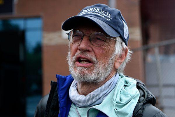 68歲才開始爬山 美國75歲老翁登上聖母峰