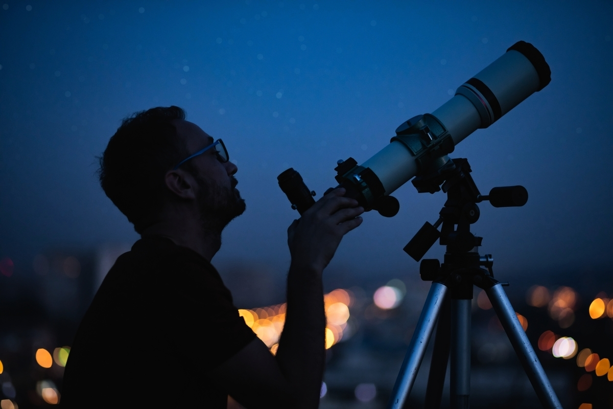除了將攝影技術發揮到極致,塞巴斯蒂安還需要使用特殊的天文望遠鏡。此為示意圖。(Shutterstock)