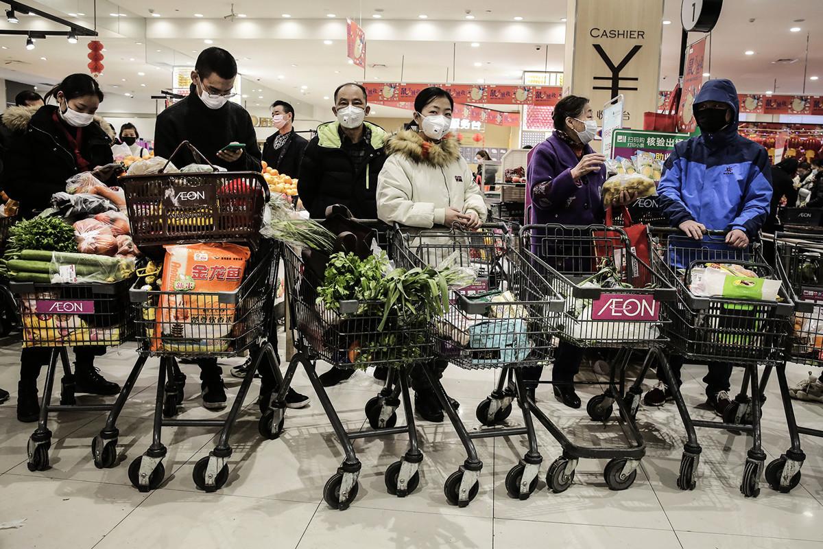 2020年2月天津市寶坻區一座百貨大樓成為病毒感染源,與其相關人員已排查出9200人,被官方要求居家隔離。(Getty Images)