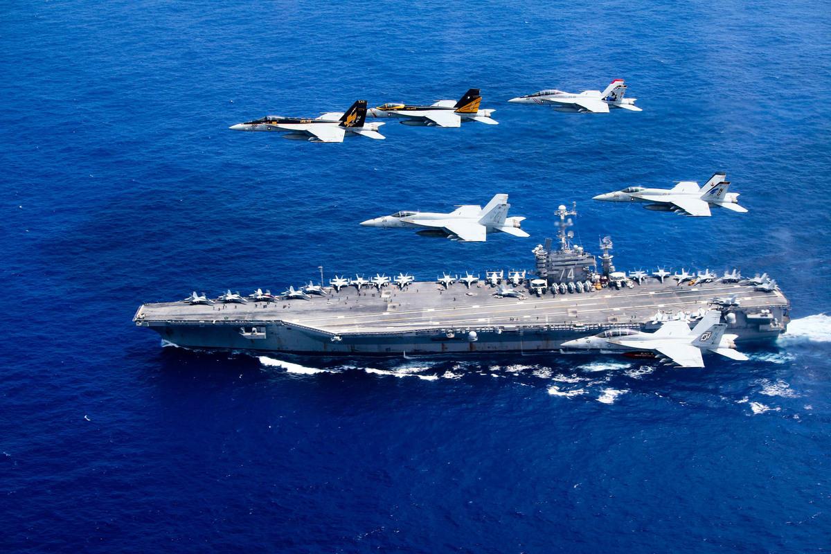 美國媒體指出,美國和台灣需要採取4個舉措,以震懾中共入侵台灣,美國航母示意圖。 (Lt. Steve Smith/U.S. Navy via Getty Images)