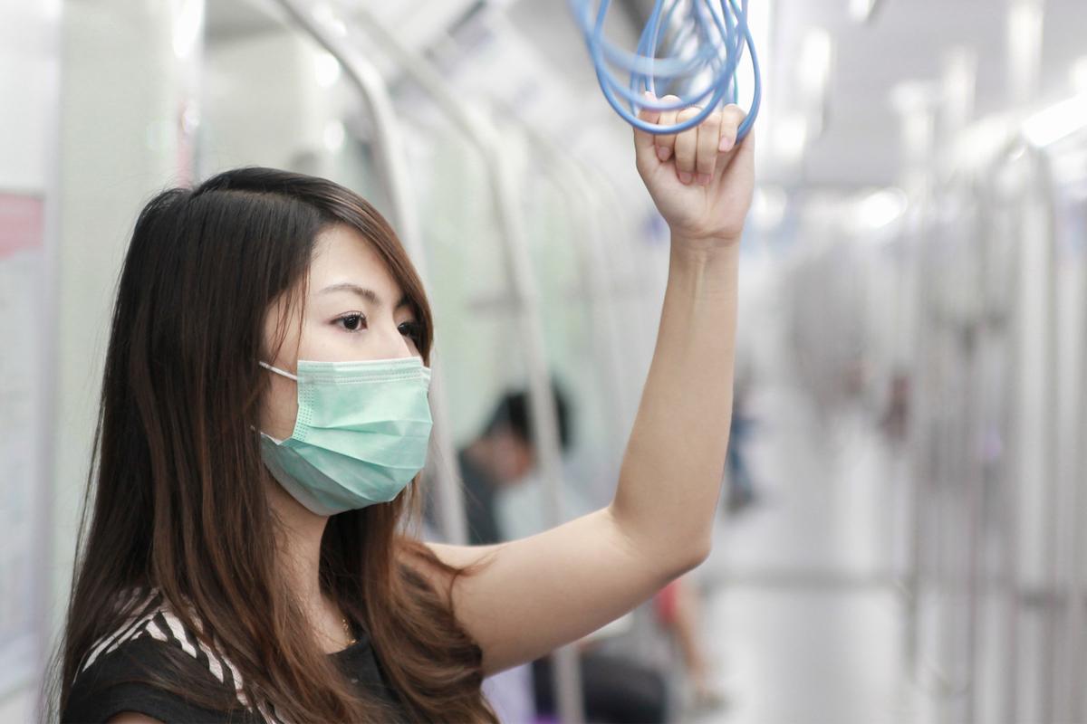 柯泓任醫生認為必要的防疫措施是減少疫情傳播,保護自己與親友的最佳方式。(Shutterstock)