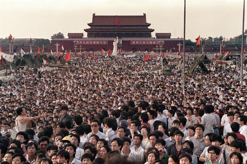 1989年6月2日,北京,學生聚集在天安門前廣場。(CATHERINE HENRIETTE/AFP/Getty Images)