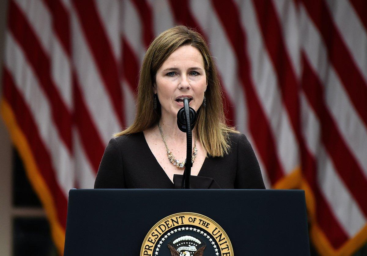 美國參議院將從2020年10月12日起舉行最高法院大法官提名人聽證。圖為特朗普的大法官提名人巴雷特(Amy Coney Barrett)9月26日在提名會上發表演說。( Olivier DOULIERY/AFP)