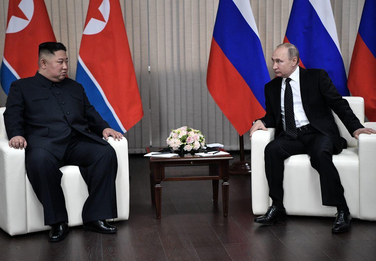 俄羅斯總統弗拉基米爾‧普京(Vladimir Putin)於周四(4月25日)與前來訪問的北韓領導人金正恩(Kim Jong Un)的首次峰會沒有簽署任何聯合聲明。莫斯科沒有公開承諾向北韓提供經濟援助。(ALEXEY NIKOLSKY/AFP/Getty Images)