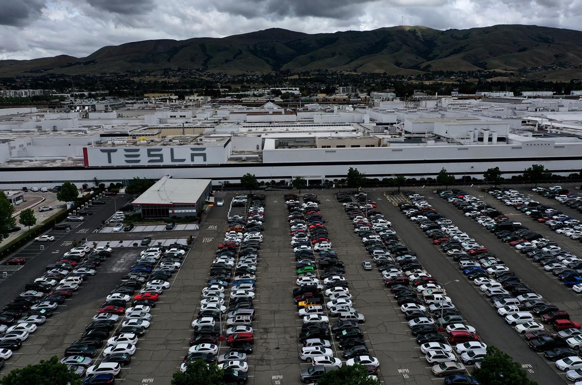 圖為特斯拉(Tesla Inc.)位於加利福尼亞州弗里蒙特(Fremont)的工廠。(攝於2020年5月12日)(Justin Sullivan/Getty Images)