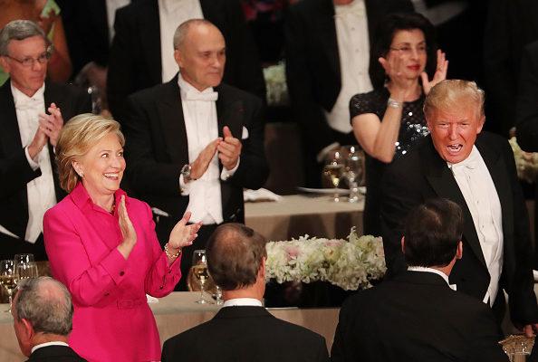 儘管兩人開始沒有握手,但在希拉莉結束發言時,在樞機主教杜蘭的牽線搭橋下,兩人終於握手了。對此主持人開玩笑說,杜蘭應該被授予諾貝爾和平獎。◇