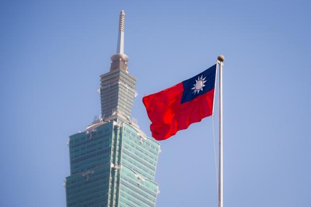 在中國民國國慶日來臨前夕,印度網民狂推中華民國國旗以示慶祝。圖為台北101大樓與中華民國國旗。(陳柏州/大紀元)