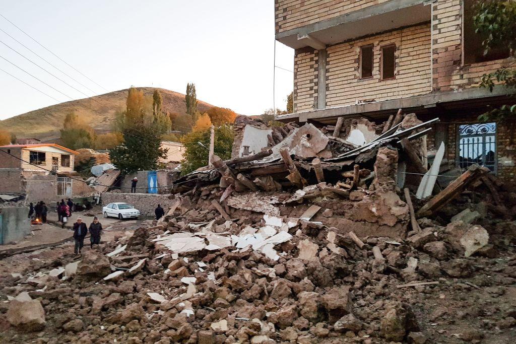 伊朗西南部波斯灣一帶周日(4月18日)發生5.9級(規模5.9)地震,隨後發生了多次餘震。圖為2019年11月伊朗東亞塞拜然省Tabriz市發生地震造成的破壞。(Photo by MOHAMMAD ZEINALI/TASNIM NEWS/AFP via Getty Images)