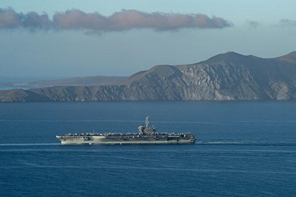 2020年12月23日,美軍宣佈羅斯福號航母(CVN 71)艦隊正式進入部署,圖為2020年12月18日,羅斯福號航母進入太平洋。(美國印太司令部)