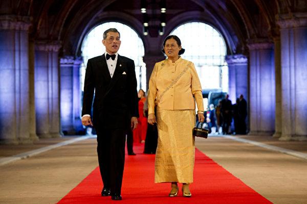泰國王儲瓦吉拉隆功和他的妹妹公主詩琳通。(ROBIN UTRECHT/AFP/Getty Images)