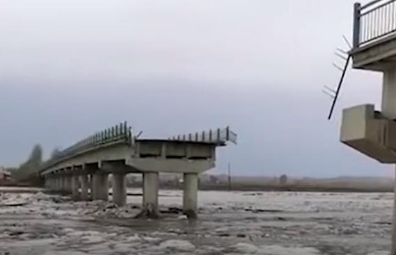 遭冰排碰撞 哈爾濱方正縣新興大橋橋墩坍塌