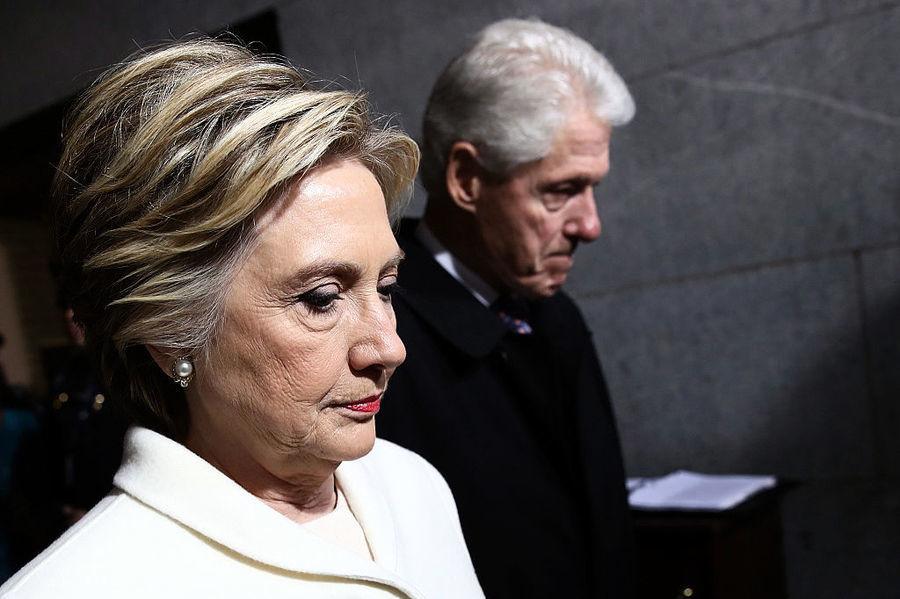 涉希拉莉通俄 FBI突查克林頓基金會舉報人
