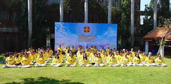 越南法輪功學員恭祝師父新年好。(明慧網)